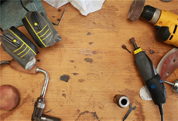 What are the common types of power tools?